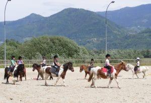 Ecole d'équitation Poussins - Centre Equestre Montfort - Crolles