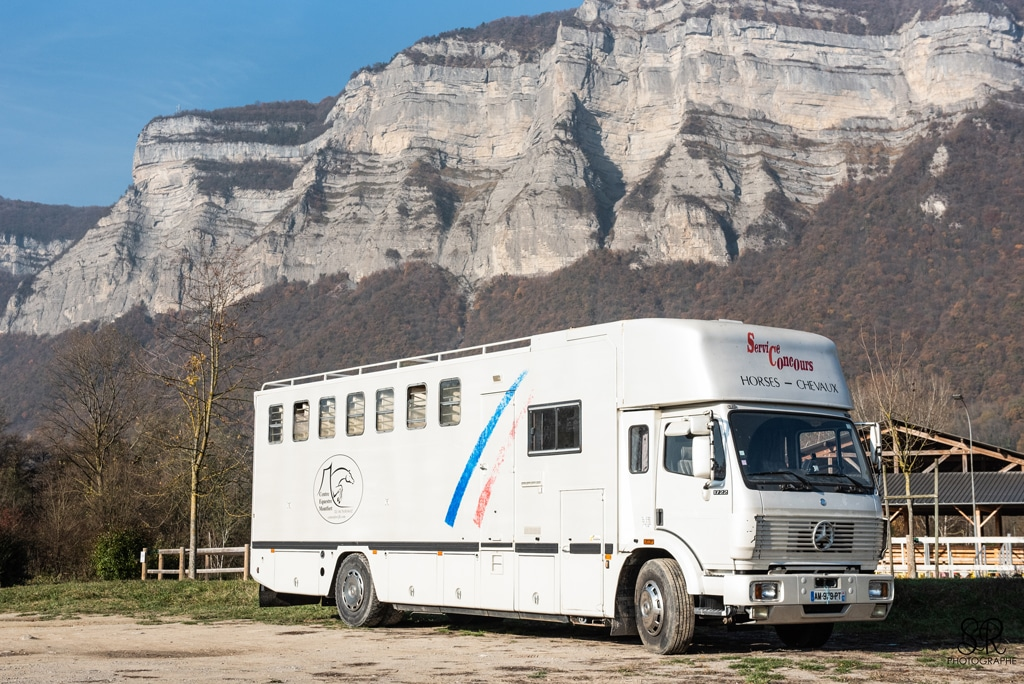 Matériel transport chevaux : camion Mercedes carrossé Chardron 8 places